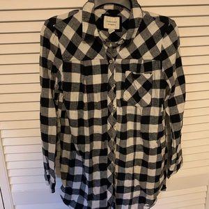 FOREVER 21 checkered flannel/long sleeve medium
